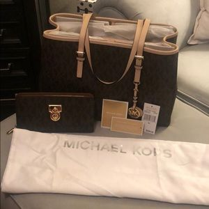 Micheal Kors Jet Set Travel Tote with wallet set.
